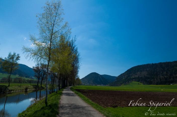 Le Val-de-Travers n'est pas la vallée reculée et austère que beaucoup imagine... Cette photo pour prouver qu'il s'agit d'un endroit magnifique et lumineux.