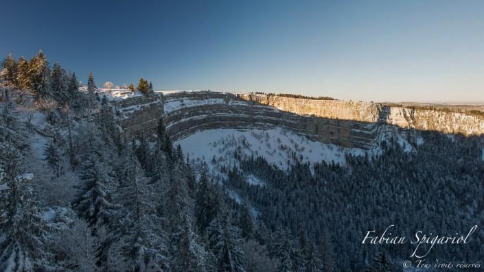 Cirque d'hiver - Dans l'ombre du Creux-du-Van se situe l'un des derniers permafrost du Jura.