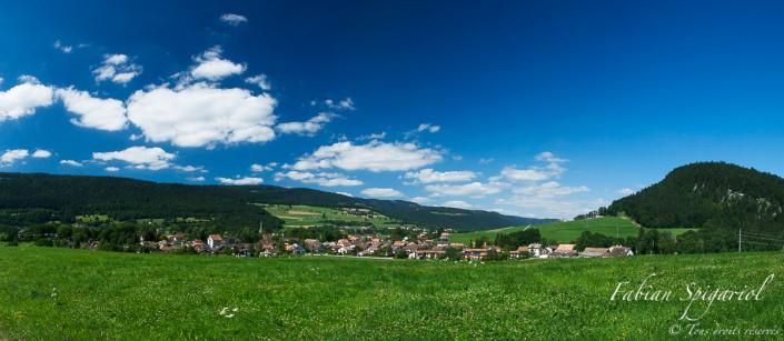Vue panoramique du village de Môtiers (NE) - Le village de Môtiers est situé au coeur du Val-de-Travers.