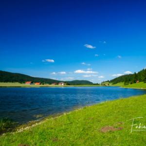 Le lac des Taillères en été